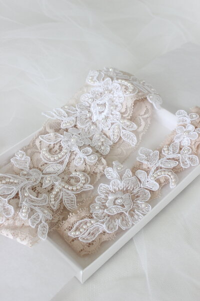 Noela's champagne lace garters with beaded lace applique 4