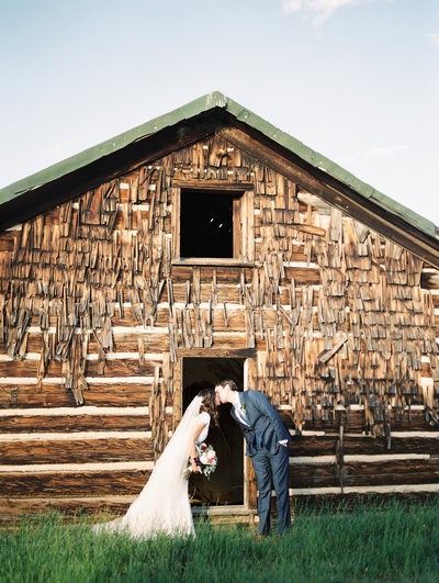 rustic cabin wedding tennessee georgia north carolina film photographer