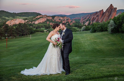 Stunning-Red-Rock-Formations-at-Arrowhead-Golf-Course-Sunset-Wedding-Photography