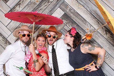 Rustic-photo-booth-in-philly-