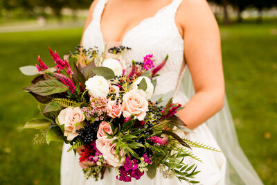 Bride with pink bouquet at bloomington country club
