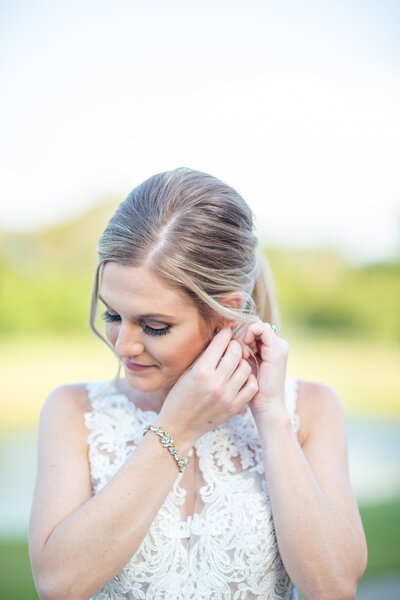 Dreamy bridal session with jewelry details