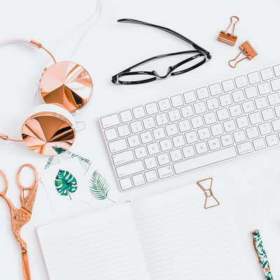 TD Uno Dos Trae Blog - Entrepreneur Girlboss Workspace Desk-1