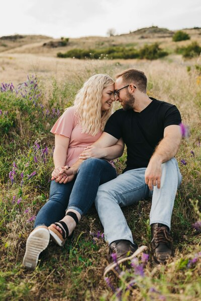 Wildflower Field Couple Pictures, Saltese Uplands Spokane Pictures, Engagement Session in Spokane, Clara Jay Photo