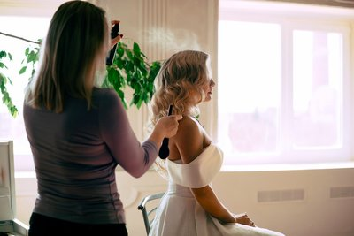 bride-client-hair-spray-2751463