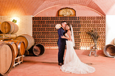 wedding picture in Morais Vineyard cellars