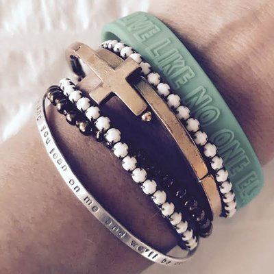 a-dreamer-and-a-doer-professional-organizer-instagram-post-bracelet