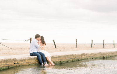 Lake Michigan-Chicago-Illinois-Engagement-and-wedding-photographer