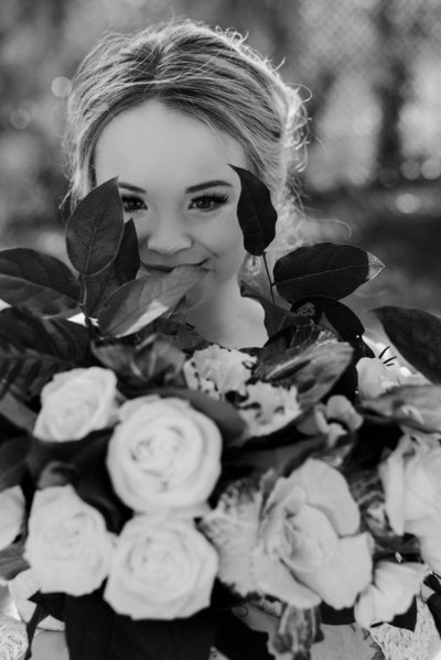 beautiful bride holding her bouquet on her elopement