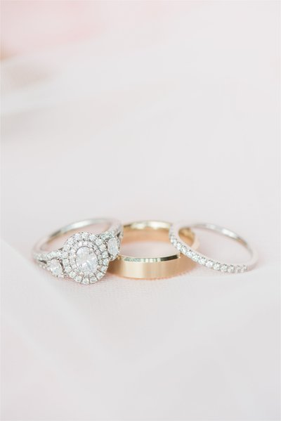 bride-and-groom-wedding-rings-storybrook-farm-wedding_0001