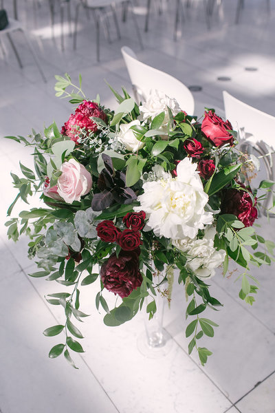 elegant-milwaukee-art-museum-wedding-florist-feisty-flowers