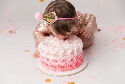 decatur-baby-smashes-cake-into-face
