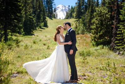 Destination Wedding at Cooper Spur Mountain Resort captured by Honeysuckle Photography from Portland, Oregon | Union Event Co - Portland Oregon Wedding Planner - Hood River Oregon Wedding Planner