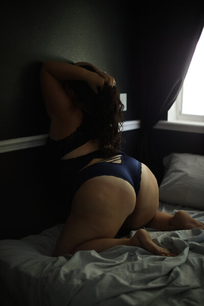 Black blue lace-sexy poses-plus size-brunette-curvy-tattoo-bradenton-sarasota-florida boudoir
