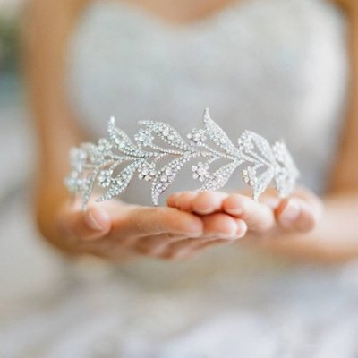10-Beautiful-Bridal-Tiaras-for-Your-Wedding-Eden-Luxe-Bridal-Lady-Mary-Bridal-Tiara-555x555 (1)