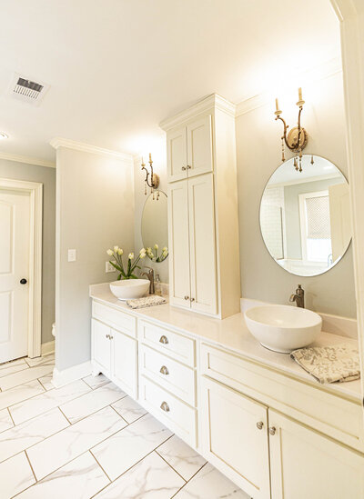 white-bright-airy-master-bath-renovation-moda-designs8