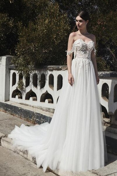 Ivory tulle A-line silhouette V-neckline Romantic off-the shoulder straps 3D floral motifs Cascading train