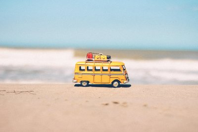 beach-blue-car-combi-386025