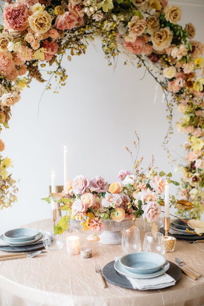 Wedding floral instillation for an elegant head table