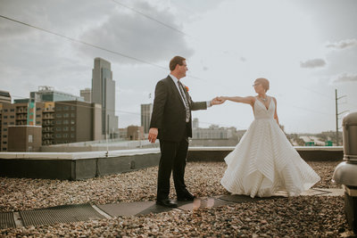 Omaha-Nebraska-Downtown-Hilton-bright-and-bold-wedding-planning-and-floral-design-by-Lindsay-Elizabeth-Events69