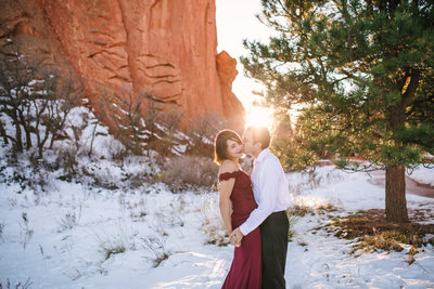 Garden-of-the-Gods-engagement-photos-Colorado-Springs-003