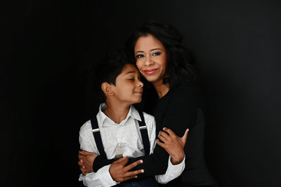 mothers-day-Portrait-of-child-and-mom-by-best-headshot-photographer-in-vienna-virginia-melody-yazdani-of-melody-yazdani-studios