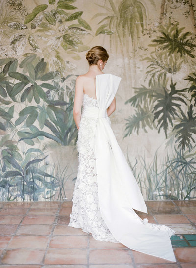 37-KTMerry-weddings-bridal-portrait-Palm-Beach-painted-mural.