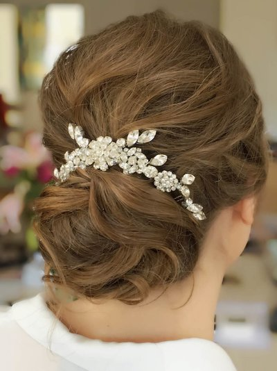 hair accessories for brides on wedding day