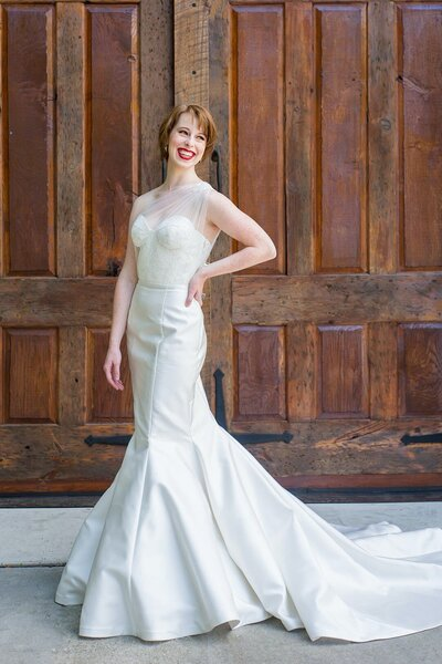 Photo link to the Natalia wedding dress with its asymmetric tulle top