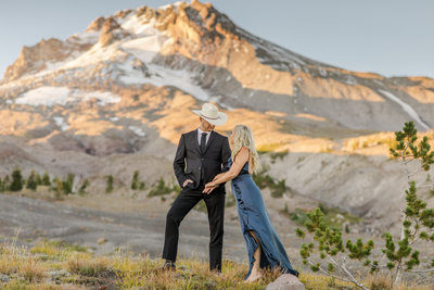 A summery Mt. Hood Oregon engagement session at Trillium Lake