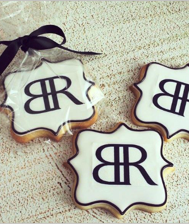Banana Republic custom logo sugar cookie scalloped shape