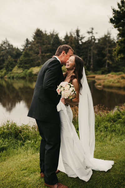 EMILY VANDEHEY PHOTOGRAPHY -- Katherine + Garett -- BRIDALS -- Salishan Resort -- Oregon -- Wedding-60