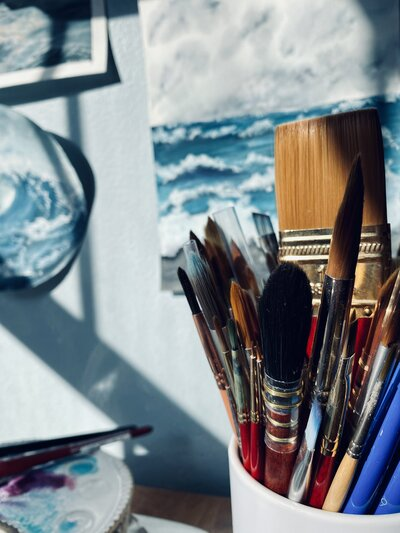 This Writing Desk has tips on the best paint brushes