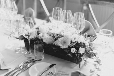 Wedding photographer helloalora bröllopsfotograf stockholm intimate elopement wedding table decoration