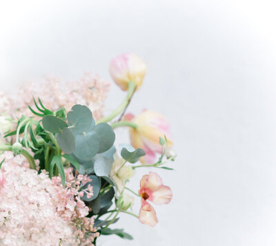 Wedding photographer stockholm helloalora delicate wedding bouquet