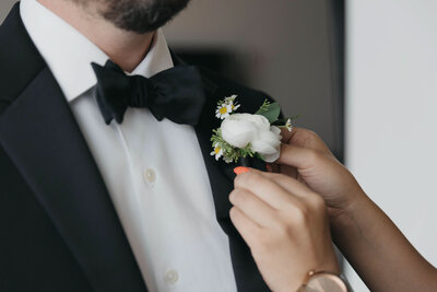 07-Theater-on-the-Lake-Wedding-Boutonniere