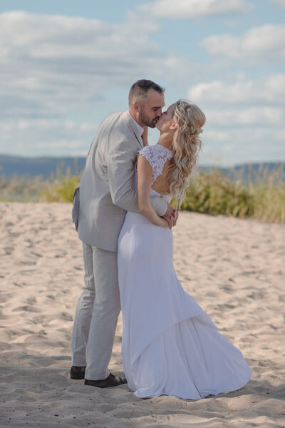 diy-beach-wedding-ottawa-river-566