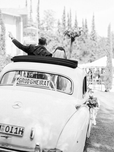 fine-art-destination-european-geremany-wedding-getaway-car