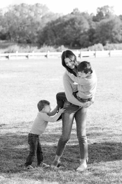 Family-Mother-Boys-Outdoor-Rye-New-York-Westchester-Photographer-002
