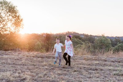 relaxed-family-portraits-sunset-grassy-field-sprinfield-brisbane-lead-images (8 of 12)