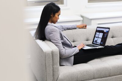 woman-with-laptop-on-couch
