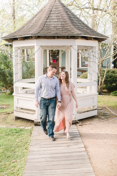 braden-jessica-engagement-old town-spring-alicia-yarrish-photography-min