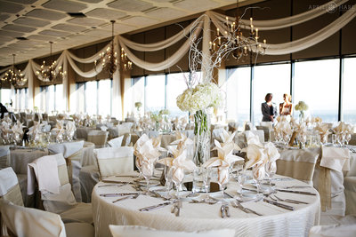 Gorgeous-Ballroom-Wedding-Venue-with-Great-Views-Grand-Hyatt-Pinnacle-Club-Denver-Colorado