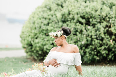Dreamcatcher Rose Studios - maternity - brooklyn ny - sitting down with flower crown