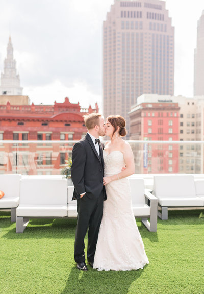 the-9-downtown-cleveland-rooftop-wedding-allison-ewing-photography-002-1