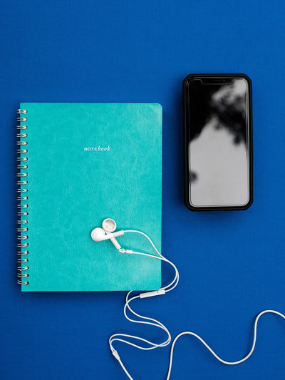 phone-notebook-earbuds-layflat-stock