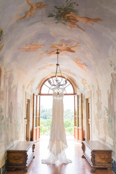 italian wedding photographer in tuscany at montelucci