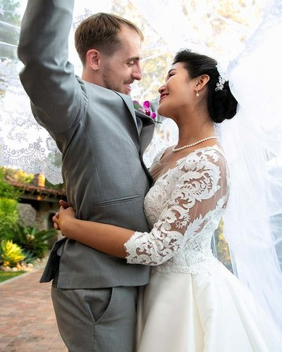 couple portrait beneath veil hummingbird nest ranch simi valley wedding photographer