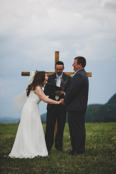 cross-wedding-ceremony-farm-wedding