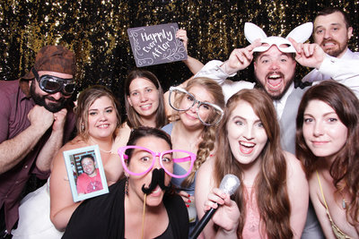 photo booth poses and big group